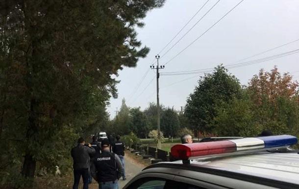 Під Києвом озброєні колектори захопили будинок - журналіст
