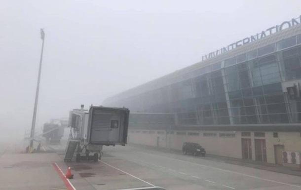 У львівському аеропорту не змогли сісти два літаки