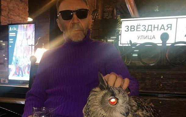 Шнуров показав синяк під оком від рук фаната