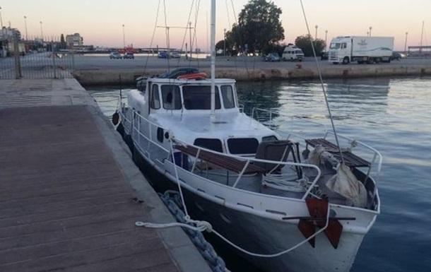 Біля Греції затримали українську яхту з нелегалами