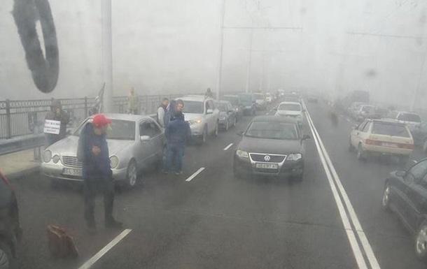 Водители блокировали дороги в Виннице и на Закарпатье