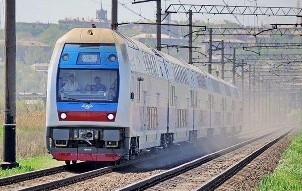 В Киевской области разгромили вагон электрички