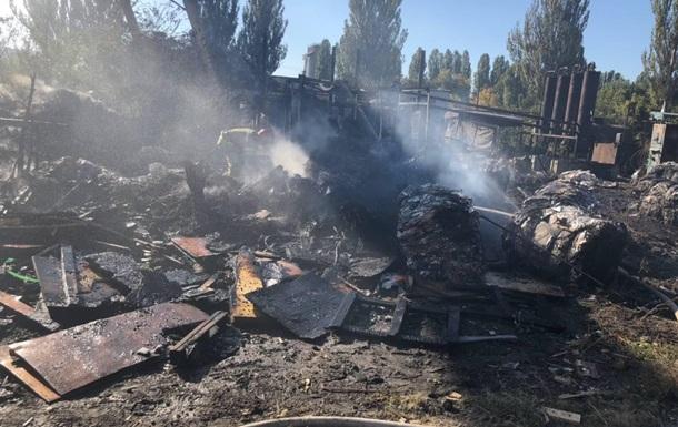 В Киеве на территории Кислородного завода горел мусор