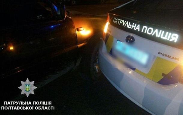 У Полтаві підліток на машині врізався в патрульний Prius