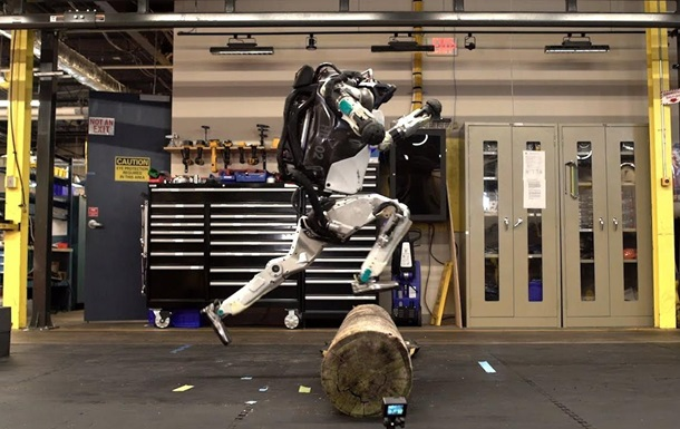 Boston Dynamics навчила робота паркуру