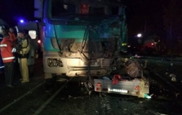 Жертвами ДТП с микроавтобусом в РФ стали 13 человек