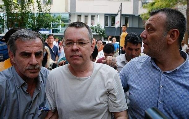 Суд в Турции освободил американского пастора