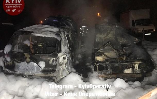 У Києві згоріло кілька автомобілів