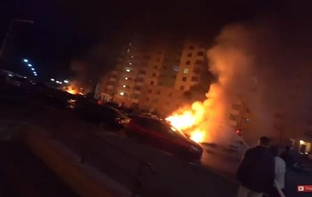 Под Киевом чиновнице подожгли два автомобиля