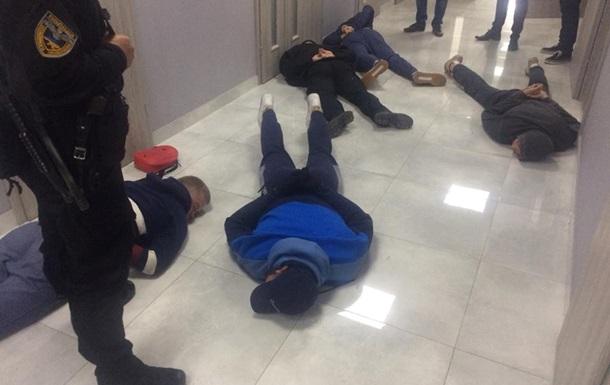 У Хмельницькій області поліція затримала 25 рейдерів