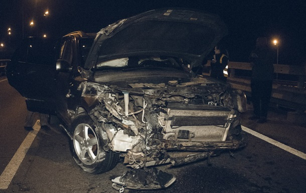 У Києві розбилося авто на дипломатичних номерах
