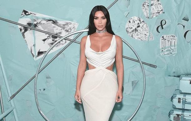 Фанаты обвинили Ким Кардашьян в пластике из-за школьного фото