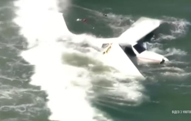 У США легкомоторний літак впав в океан