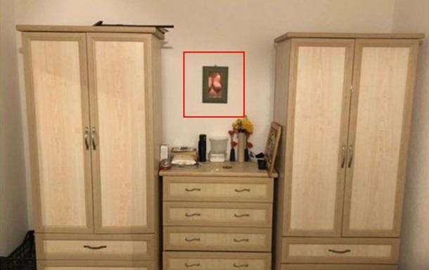 Жінка продавала шафи і випадково показала свої груди