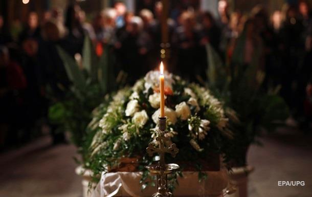 Мертвец  вернулся домой после своих похорон