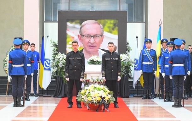 У Києві попрощалися з Олегом Базилевичем