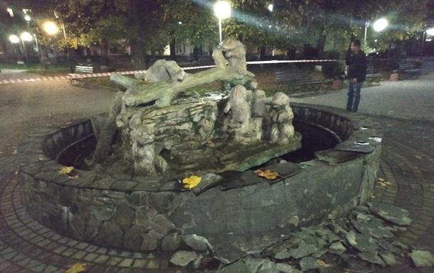 На Львівщині чоловік підірвав фонтан гранатою