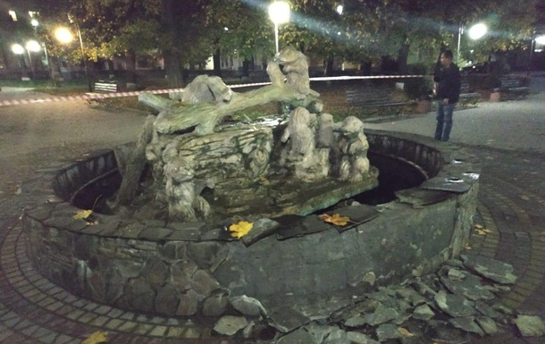 На Львовщине мужчина подорвал фонтан гранатой