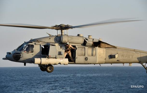 Військовий вертоліт впав на палубу авіаносця США