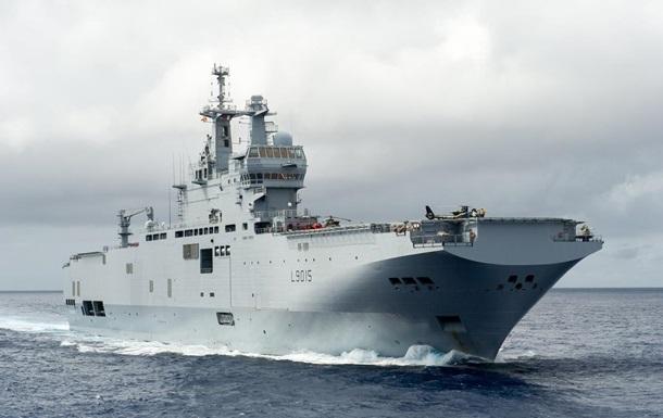 На французский корабль упал вертолет, есть пострадавшие