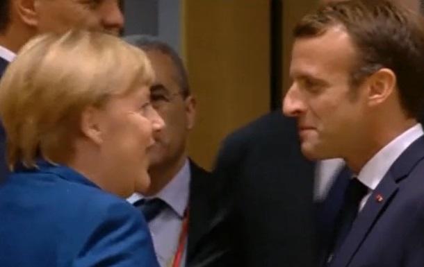 Меркель и Макрона заметили в баре Брюсселя