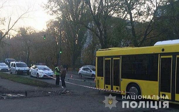 В Киеве автобус переехал избитого мужчину, лежавшего на дороге