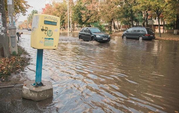 У Києві вулицю на Теремках залило окропом