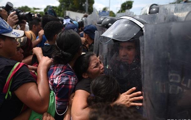 Полиция Мексики остановила караван мигрантов на границе с США