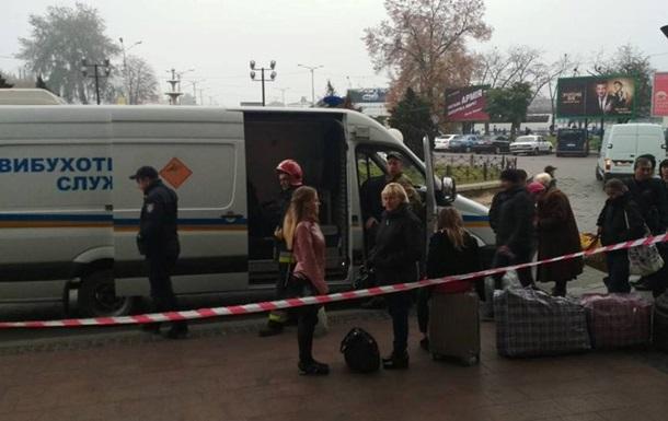 У Львові повідомили про мінування вокзалу