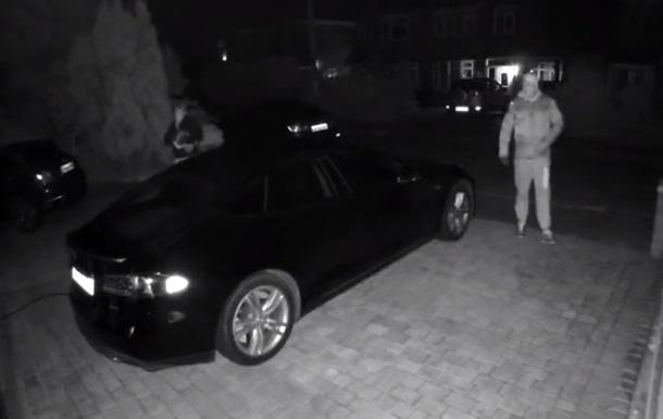 Tesla Model S: видео угона