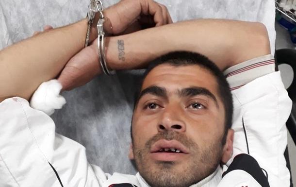 В Стамбуле беглый заключенный с ножом напал на прохожих