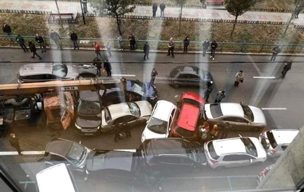 У Києві кран без гальм зім яв десятки авто