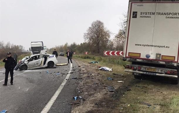Столкновение авто полиции и фуры на Львовщине: умер второй патрульный