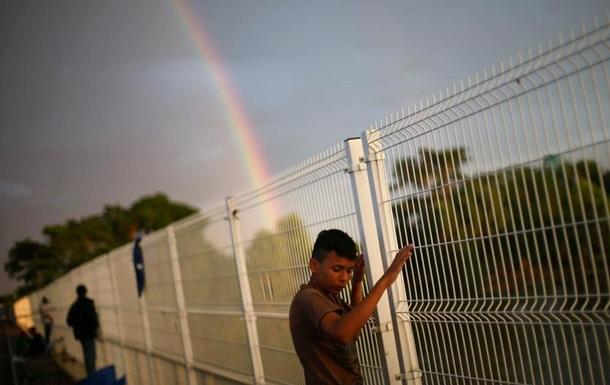 Помпео: Караван мігрантів не пройде до США
