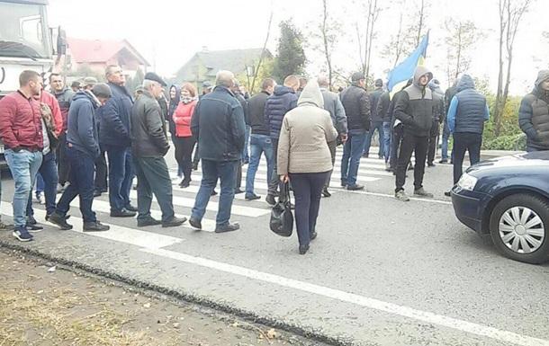 У Львівській області другу добу блокують дорогу до прикордонного пункту