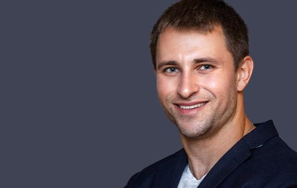 Бодибилдер-красавчик из США Алекс Громаковский пишет песни на украинском