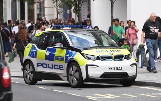 У Лондоні чоловік з викруткою напав на двох поліцейських