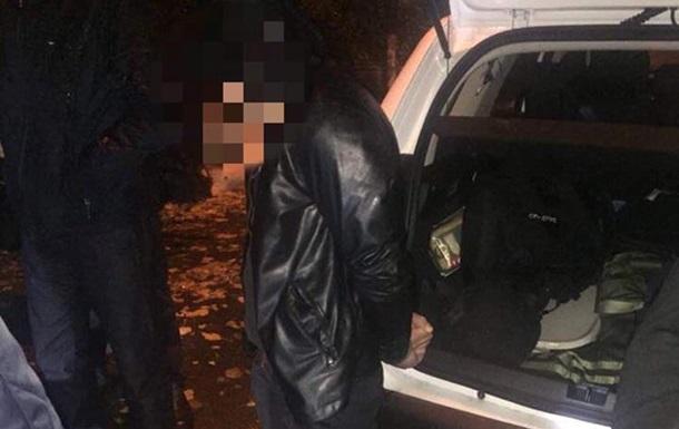 У Києві за збут наркотиків затримали екс-співробітника прокуратури