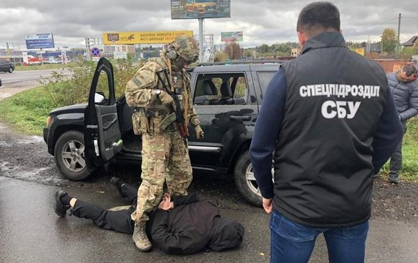 Силовики викрили міжрегіональну банду торговців зброєю