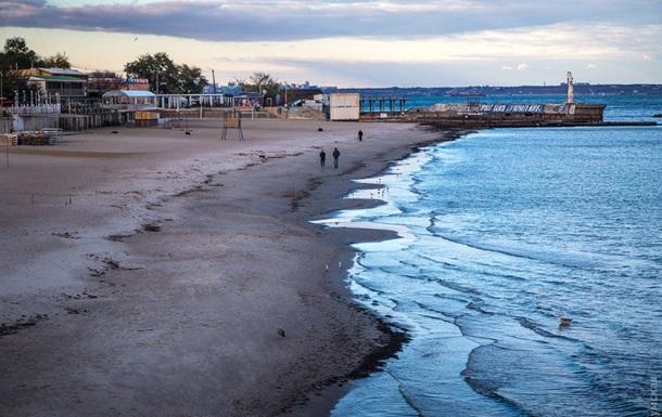 В Одессе на несколько метров отступило море