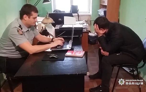 В Одесі затримали серійного викрадача автомобільних дзеркал