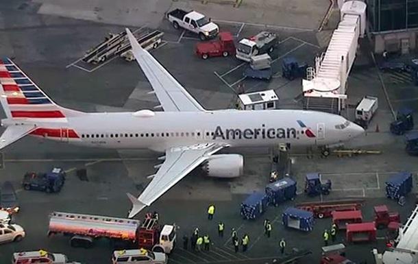 В аэропорту Нью-Йорка автоцистерна врезалась в самолет