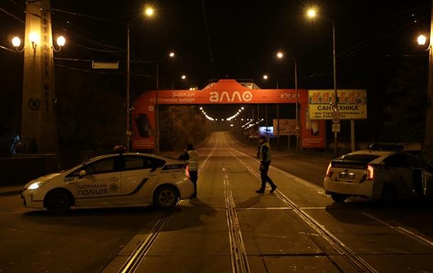 В Днепре полиция проверяет заминированный Амурский мост