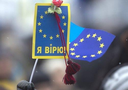 Хотят ли украинцы отказаться от ЕС и НАТО ради дружбы с Россией. Видеосоцопросы
