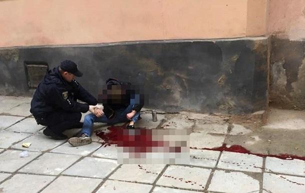 У Львові патрульні врятували самогубцю, який стікав кров ю