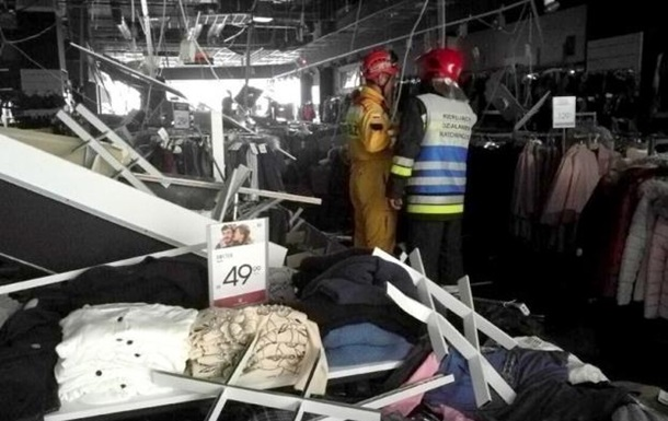 У Польщі на відвідувачів ТРЦ обвалилася стеля: є постраждалі