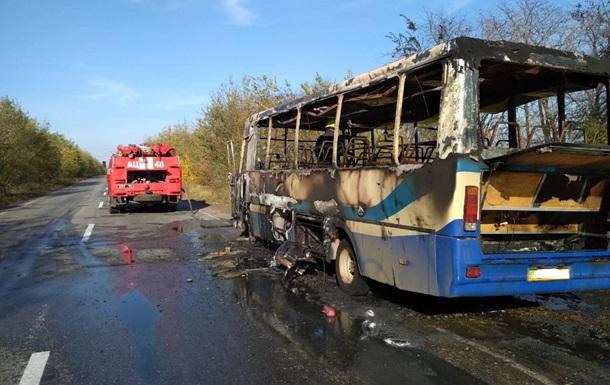 У Дніпропетровській області на ходу загорівся автобус
