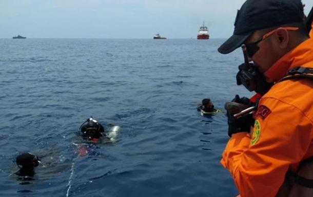 Крушение Boeing в Индонезии: консул проверяет наличие украинцев на борту