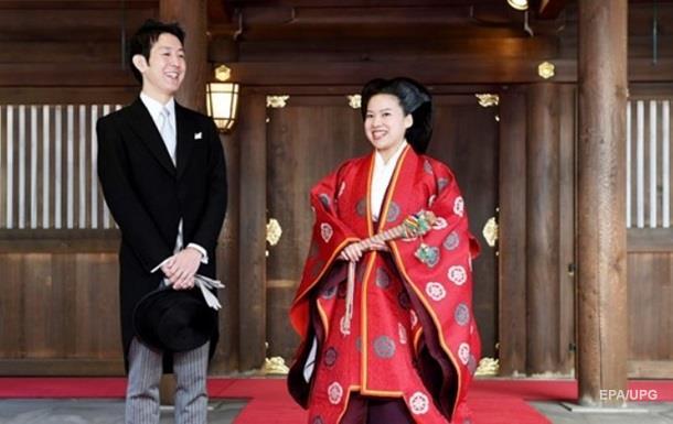 Японская принцесса отказалась от титула и вышла замуж за клерка