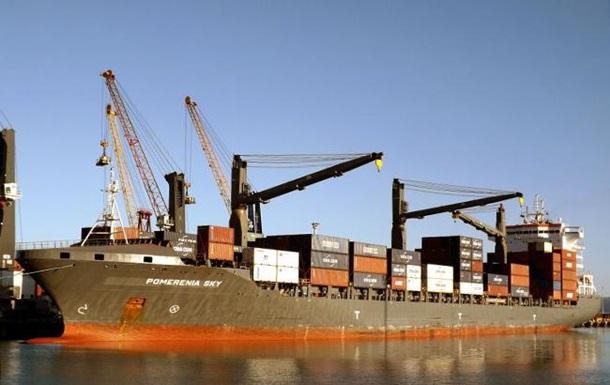 Возле Нигерии пираты захватили судно с поляками и украинцем